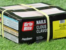 Installation Nails Synthetic Grass